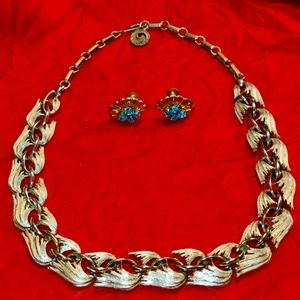 Exquisite gold vintage necklace and earrings